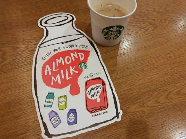 試飲させてもらったアーモンドミルクとステッカー